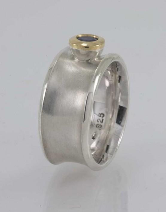 Silver & tanzanite ring