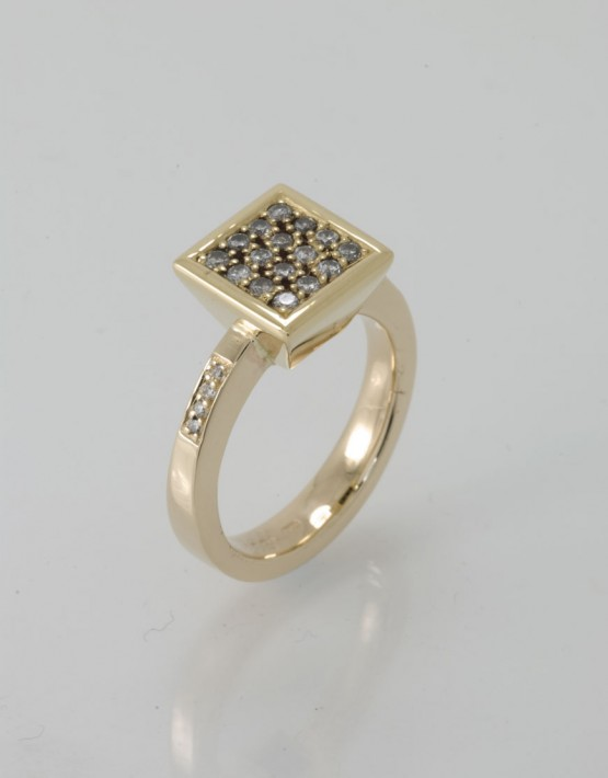 pegasus 18ct gold ring