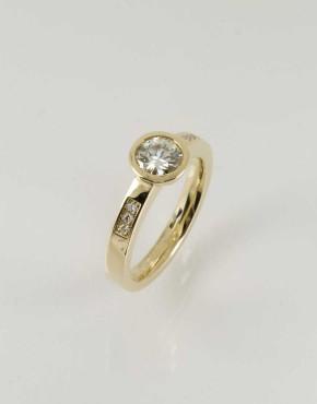 18ct Gold Diamond Solitaire
